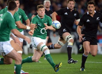 Brian O'Driscoll spins a pass under the watchful gaze of Richie McCaw and Dan Carter.