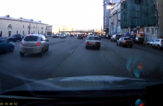 This parallel parking driver is insanely lucky
